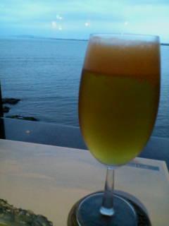 ビールと湘南の海