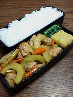鶏肉とシロウリの炒め物