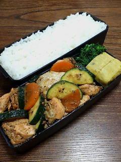 鮭とズッキーニの甜麺醤炒め
