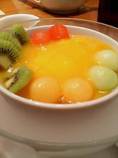 マンゴー入りフルーツ豆腐花