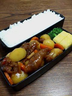 揚げ豚肉とジャガ芋の煮物