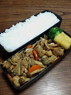 鶏肉とキノコの黒酢炒め煮