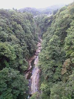 橋の上から小安峡