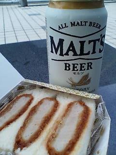 カツサンドと昼ビール