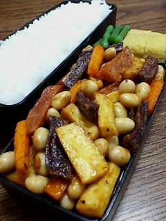 大豆と揚げジャガイモのケチャップバルサミコ醤油和え
