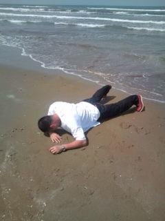 千里浜に打ち上げられる