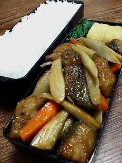 鯖とゴボウの黒酢炒め