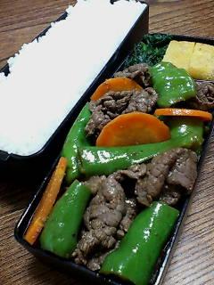 牛肉と長甘とうがらしのバルサミコ山椒炒め