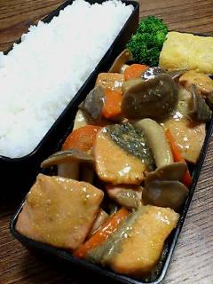 鮭とシメジの味噌柚子胡椒炒め