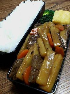 牛肉とウドの黒酢甜麺醤炒め