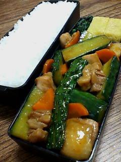 鶏肉とキュウリの炒め物