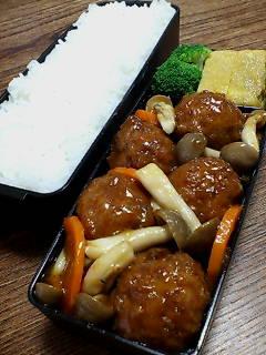揚げ肉団子とシメジの黒酢炒め